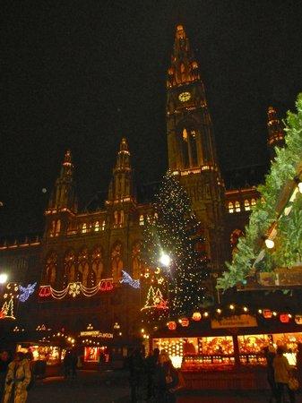 Rathausplatz: Christmas Market