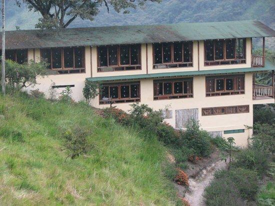 San Jorge de Tandayapa Hummingbird Sanctuary & Lodge: We were the middle window on  the upper floor