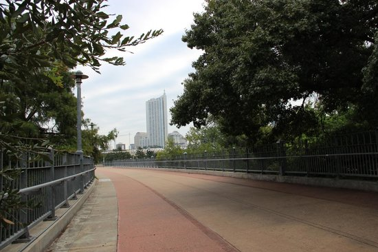 Lady Bird Lake Hike-and-Bike Trail: Entering the Pfluger Pedestrian Bridge