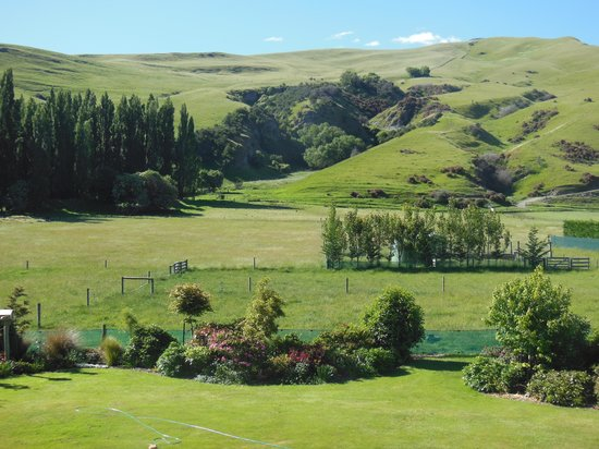 Queenstown Country Lodge: From our Bedroom Window