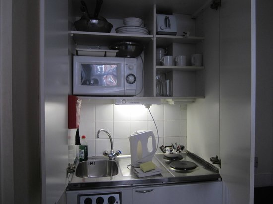 Astons Apartments: workable little kitchen