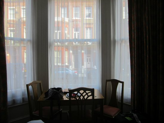 Astons Apartments: lovely window
