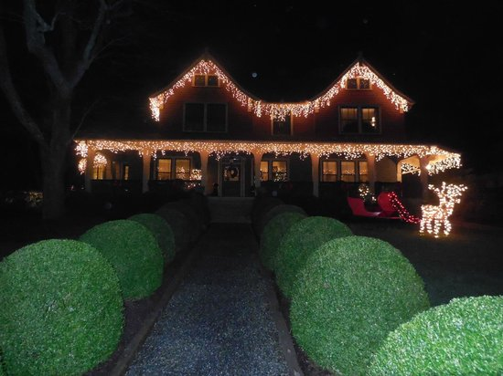 1900 Inn on Montford: The home was cheerfully decorated for Holiday cheer