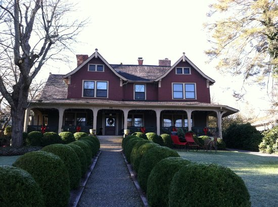 1900 Inn on Montford: Elegant home front view