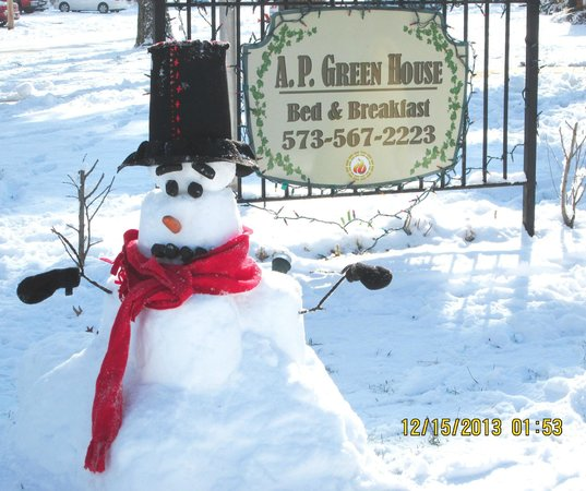 A.P. Green House Bed and Breakfast: We built this snowman the day after the snow fell