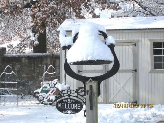 A.P. Green House Bed and Breakfast: Quaint welcome bell