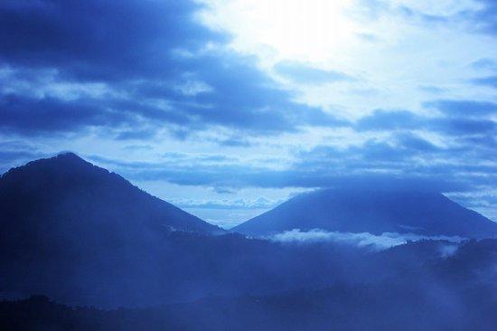 ONEWORLD retreats Kumara : Yoga at dawn - trip to the Volcano.