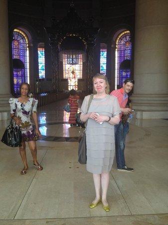 Basilica of Our Lady of Peace : Витражи