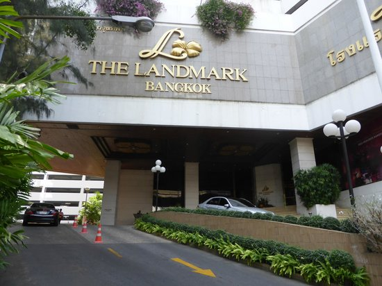 Landmark Bangkok: Hotel viewed from sidewalk