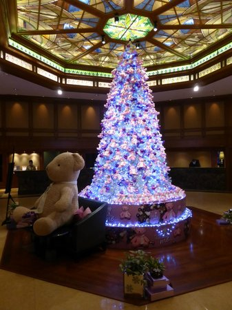 Landmark Bangkok: Lobby with Christmas decorations