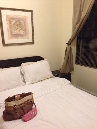 Morningside Inn: Standard full bed room w shared bathroom-LVS