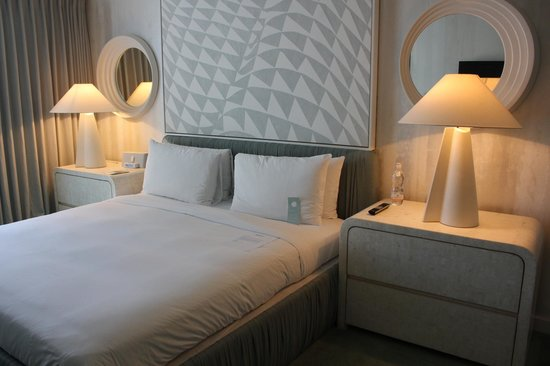 Avalon Hotel Beverly Hills: Clean room and soothing colours