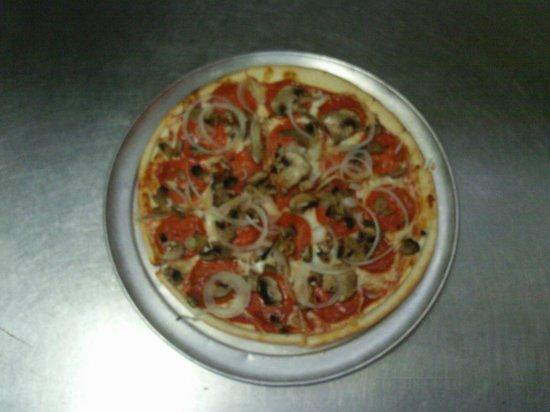 Savage's Wood Burning Pizzeria: Gluten Free Pie