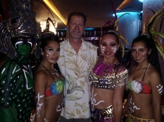 Sandos Cancun Lifestyle Resort : Take your photo with the dancers for a small tip….