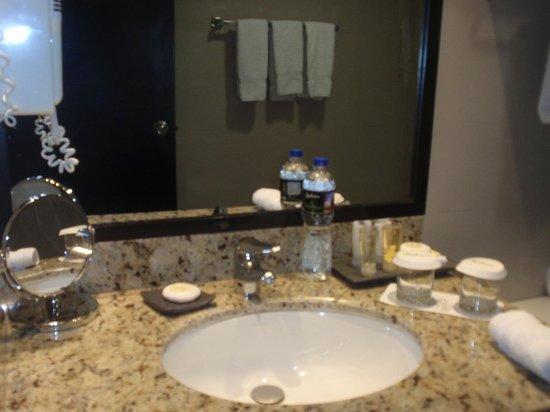 Radisson Hotel Decapolis Miraflores: good bath products