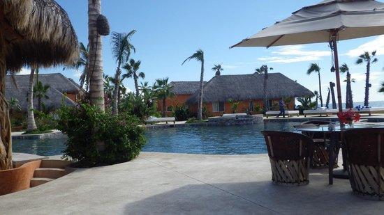 Cerritos Surf Town: Pool area