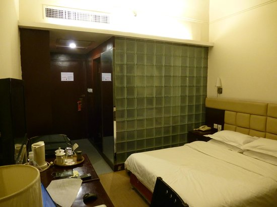 Xi'an City Hotel: the room