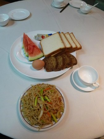 "Xi'an City Hotel: My ""Chinese"" breakfast at the first day"