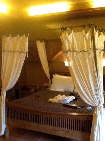 Royal Phawadee Village : bed