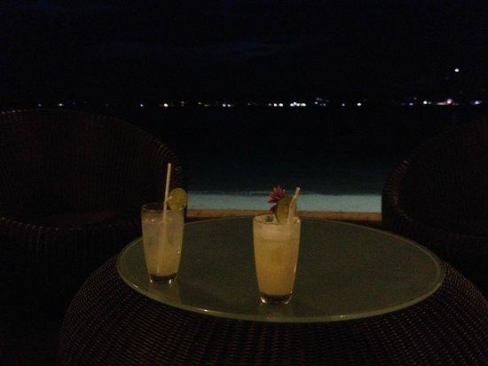 Cloud19 Beach Retreat: Gin Fizz!