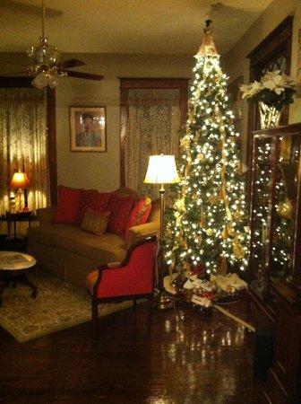 Eva's Escape at the Gardenia Inn: Living Room