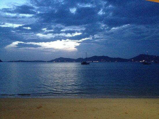 Cloud19 Beach Retreat : Sunset