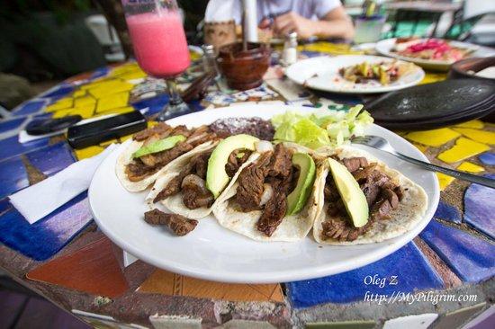 Charlie's Restaurant & Bar: отличные блюда мексиканской кухни!