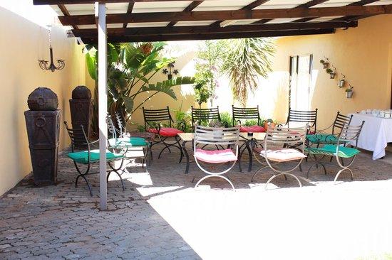 Dankie Pa Gastehuis: bar outside