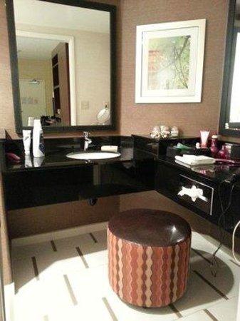 Fairfield Inn by Marriott Anaheim Hills Orange County: Bathroom vanity area