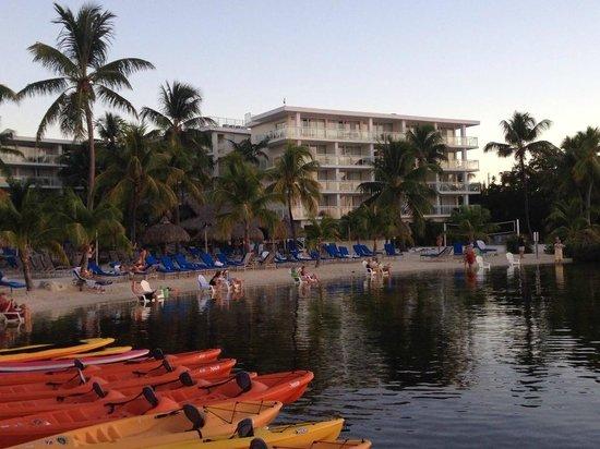 Key Largo Bay Marriott Beach Resort: Front row seating bayside at sunset