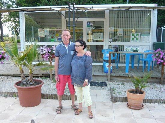 Camping Domaine de la Coronne : Le gérant et sa femme