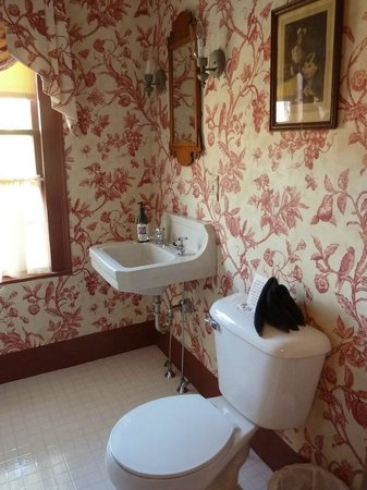 Inn at Valley Farms : The Rose Room's bathroom