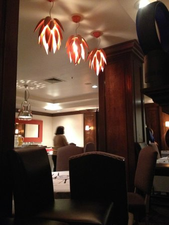 Inn at the Opera: Nice dining ambience
