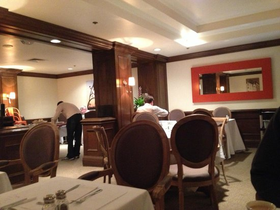 Inn at the Opera: Nice intimate dining area for continental breakfast