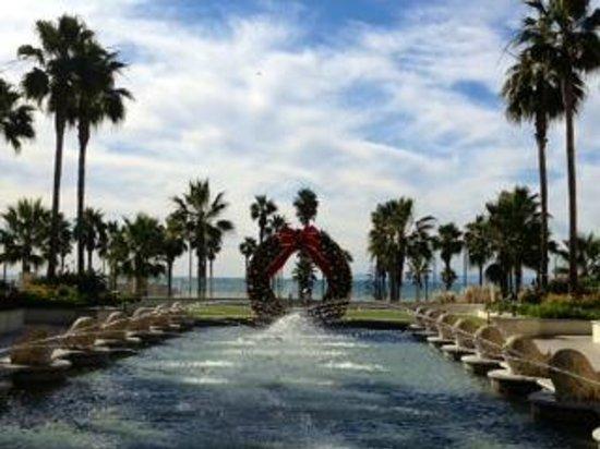 Hyatt Regency Huntington Beach Resort & Spa: Outside the lobby facing the ocean