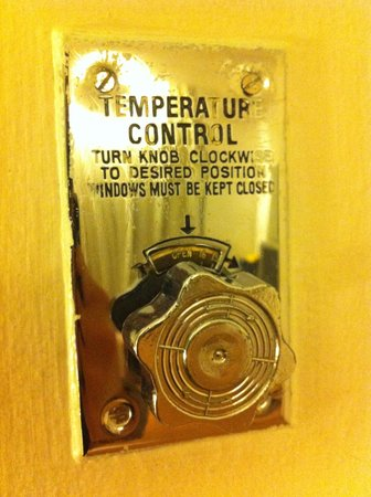 Hotel Excelsior Ipoh : This knob allows you to control the aircond vent, not the tempreture!