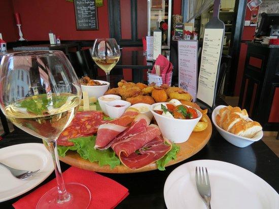 Café des Moulins: amazing tapas