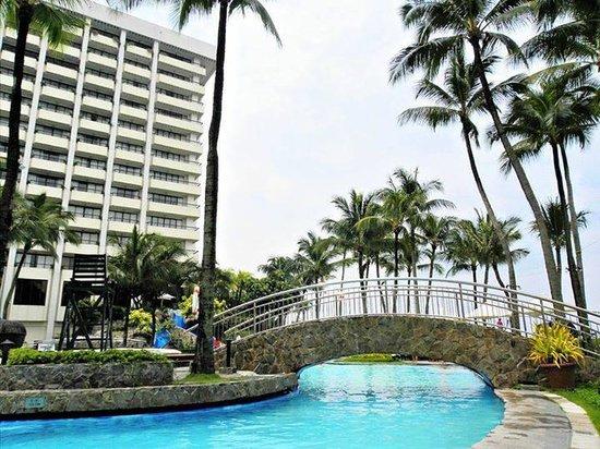 Sofitel Philippine Plaza Manila: Pool Side
