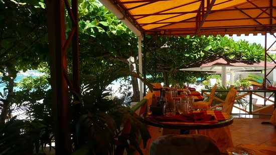 The Flamboyant Hotel & Villas: Beachside Terrace