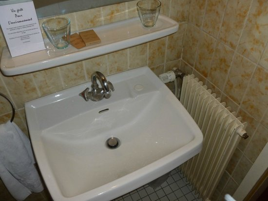 Hotel Aigle d'Or : lavabo