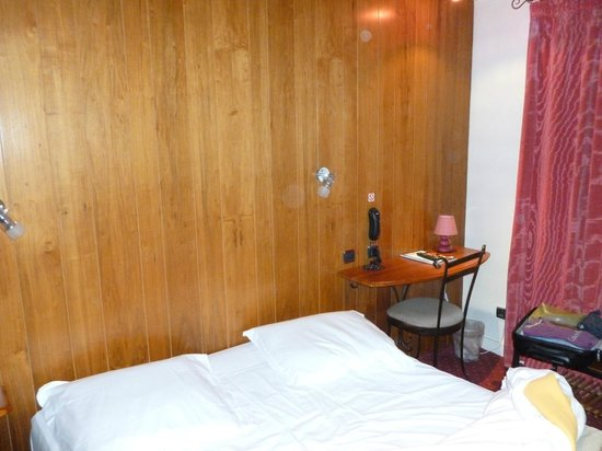 Hotel Aigle d'Or : Chambre