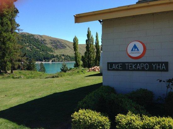 YHA Lake Tekapo: The front view of the lodge