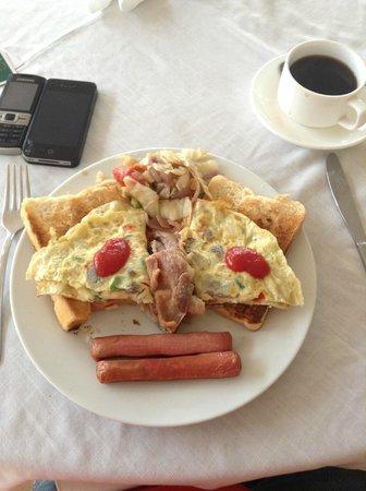 Crown Apartamento Hotel : Happy Breakfast