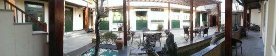 Jingshan Garden Hotel: Yard