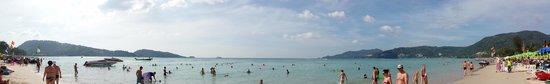 Patong Hemingway's Hotel: Patong beach