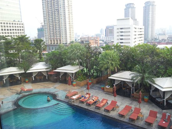 Ascott Sathorn Bangkok : pool side area