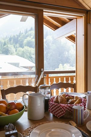 The Tasty Ski Company - Apartment Amandine : Breakfast View in Summer