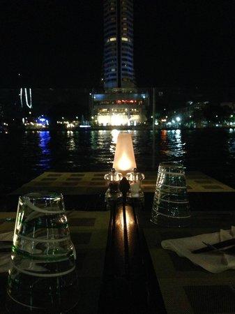 Royal Orchid Sheraton Hotel & Towers: Ristorante e zona colazione