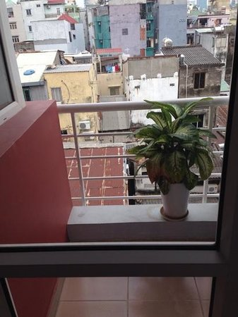 Cat Huy Hotel: Little balcony and view from 5th floor
