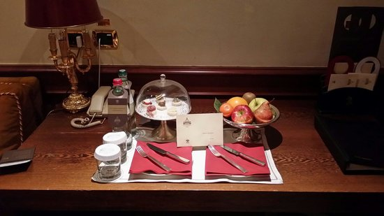 Hotel Raphael - Relais Chateaux: Welcome suite navona